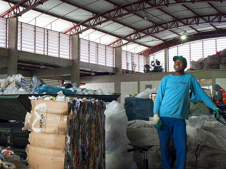 Photo from Instituto S.O.S. - A male worker smiles at a recyclable waste center