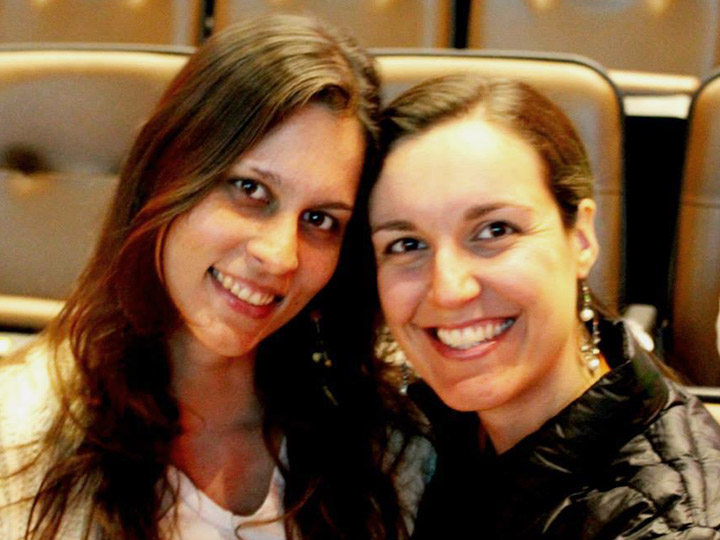 Photo from SuperAção - Two women smile